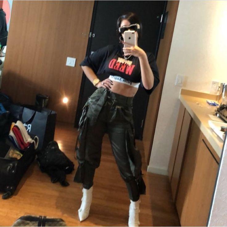 #selfie  @iamcardib #cardib #bardigang #bardi #moneymoves #rapper #offset #outfits #femalerapper #femaleartist #littytitty #litty #lit #mood #shmood #millionaremindset #millionarelifestyle #artist #music #dance #beautiful #belcalis #belcalisalmanzar #islandgirl #bronx #newyork #newyorkcity (if viewing follow me @bardigang.__  for more)