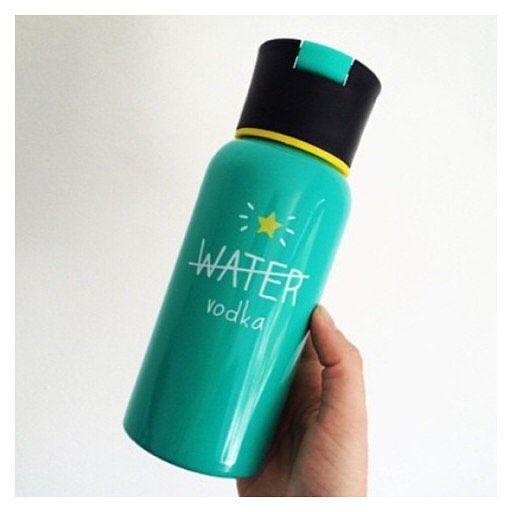 HAPPY FRIDAY PEOPLE please drink responsibly #happyjackson #water #vodka #waterbottle #friday #drinks #partytime #handmodel #healthy #hydrate #whoop #weekend #love #instagood