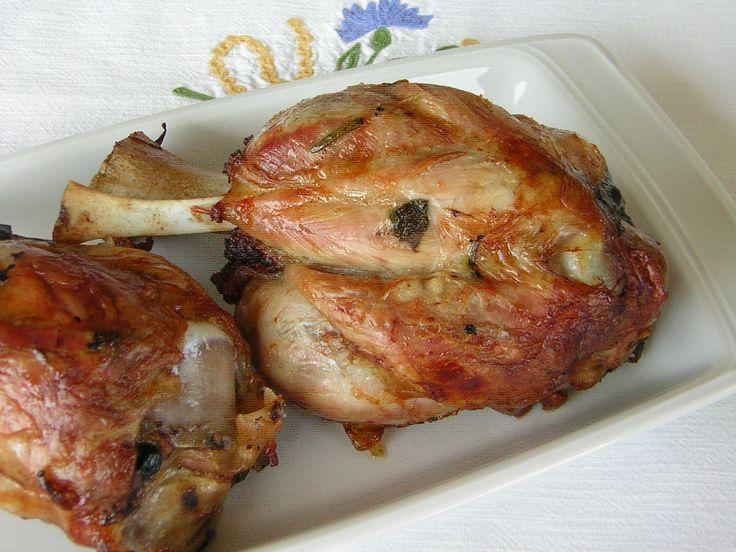 Stinco di maiale saporito ricetta facile, sono le parole giuste per definire questo secondo piatto cucinato in modo semplice, sempre ottimo, dove sbagliare