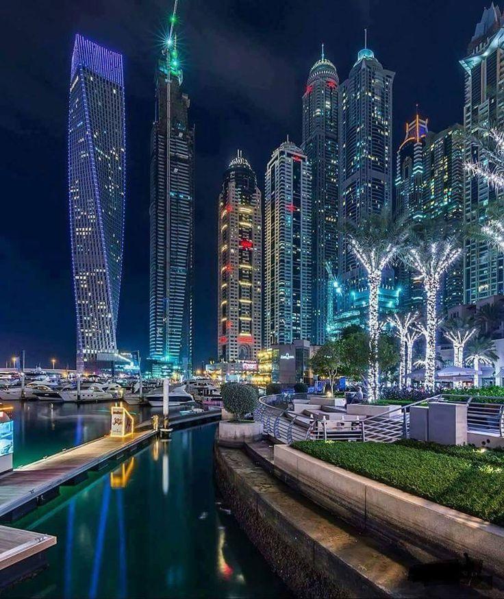 Dubai Marina turns into an exceptionally beautiful place at night.