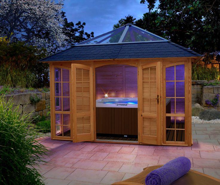Good Das kleine Spa im eigenen Garten mit Whirlpool im Pavillon und Blick auf den Himmel