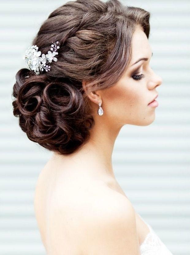 coiffure mariage tresse latérale cheveux mi-long bouclés