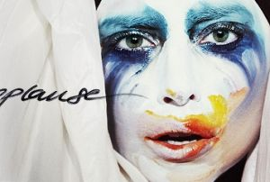 New Single: Lady Gaga - Applause