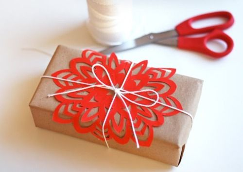 DIY snowflake on Christmas gift - so pretty!