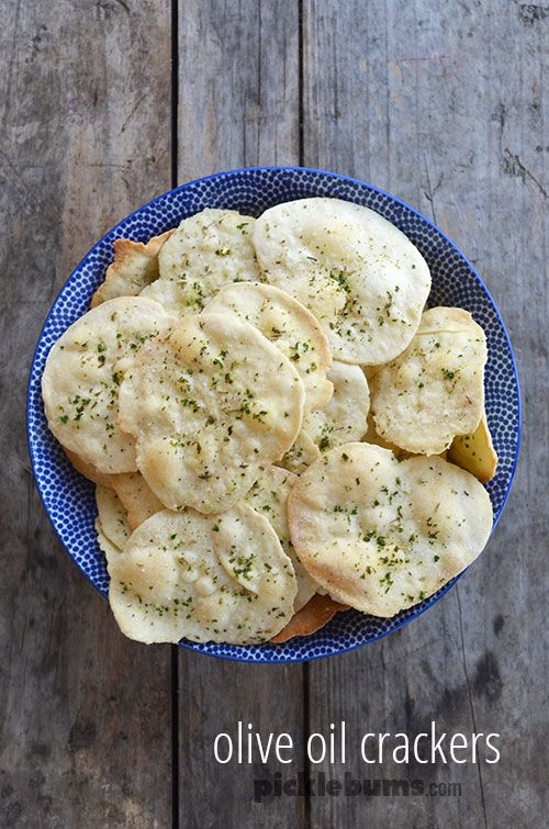 domácí sušenky - jednoduchý bylina a olivový olej cracker recept.