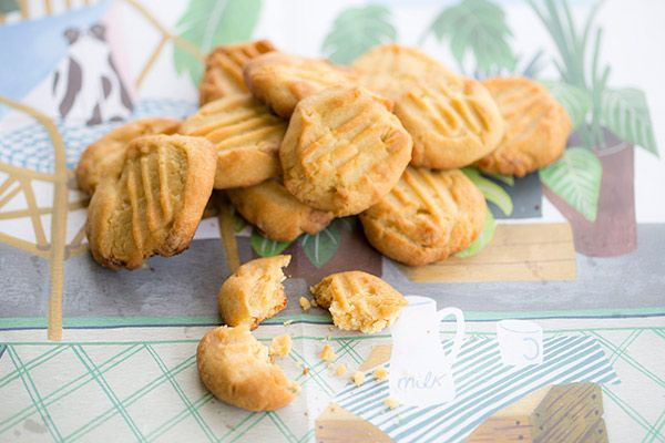 Ginger and white chocolate cookies
