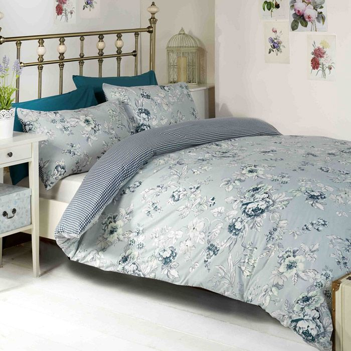 Duvet covers in a floral design. This duvet cover set comes in two colours red or blue. Cheap duvet cover sets from online UK sellers Chic at Home.