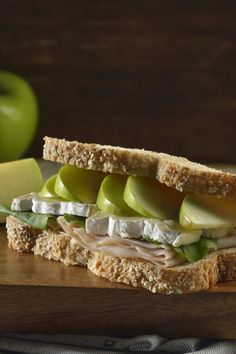 ¿Estás cansada de los típicos sándwiches? Si este es tu caso, te tenemos la solución. Te presentamos un exquisito sándwich de pavo con Manzana, es una preparación que no es difícil y tiene un sabor delicioso.