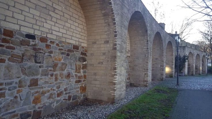 Mahnmal am Rabbiner-Neumark-Weg (Stadtmauer)