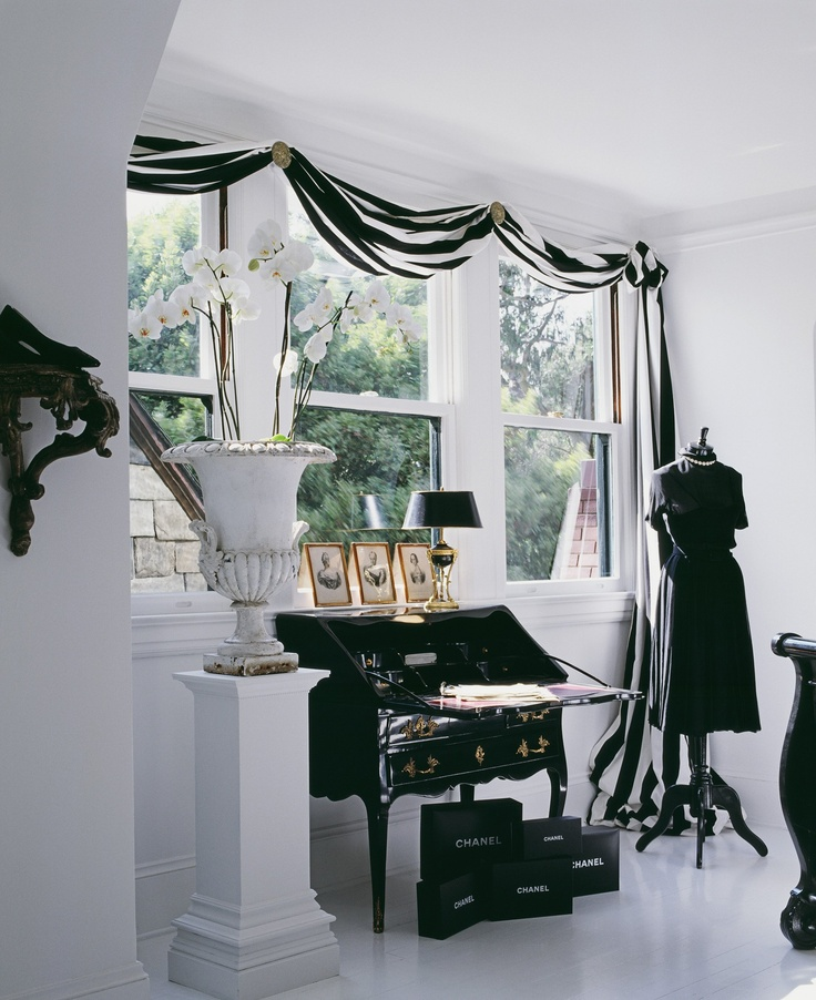 Love the curtain...I'm gonna have to do the same for my Audrey room :)