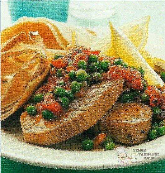 Domatesli ve Bezelyeli Ton Balığı Tarifi | Yemek Tarifleri Bizde