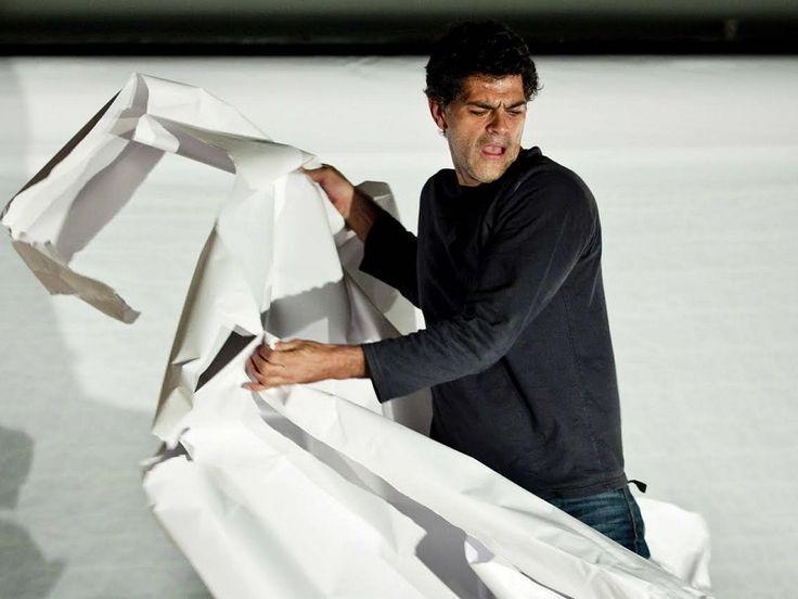 """Entre os dias 3 e 7 de setembro, a Funarte MG recebe o espetáculo """"O Livro"""", protagonizado por Eduardo Moscovis."""