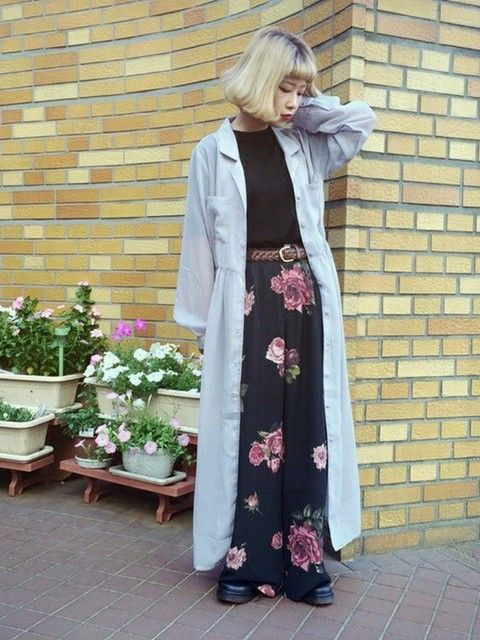 10代ズボンの春コーデ2 花柄ワイドパンツで原宿系大人可愛いコーデ