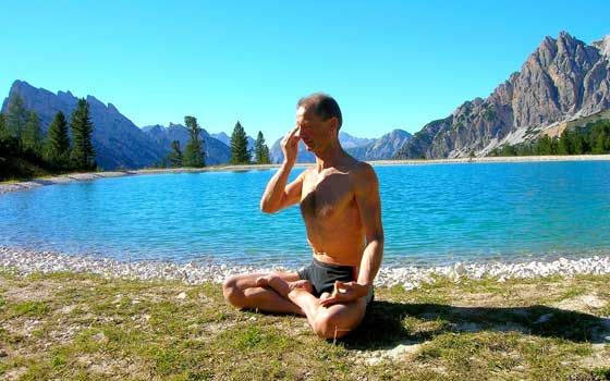 3 simple Yoga breathing exercises to practice in the comfort of your own home http://fitspiration.sg/yoga/yoga-breathing-techniques-exercises/