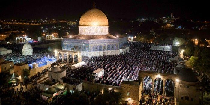 300 Mil Palestinos Invadem o Monte do Templo para as últimas rezas do Ramadão