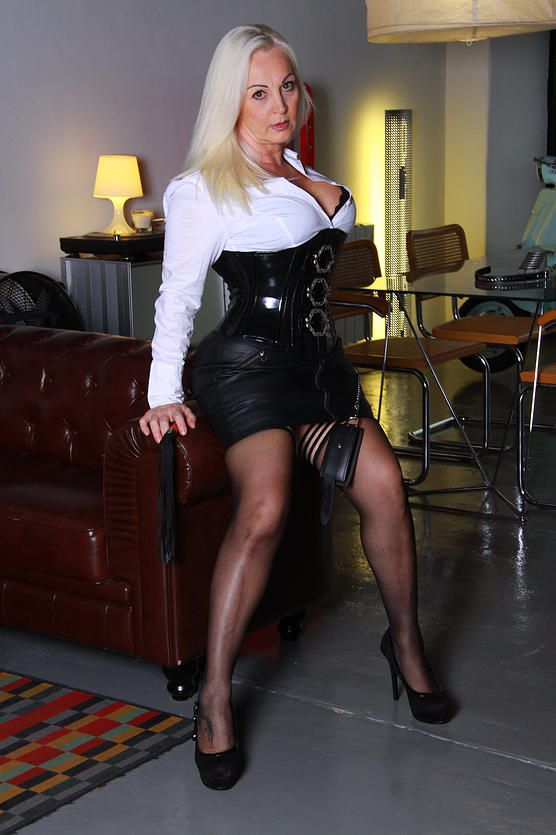 domina dark beautiful tranny