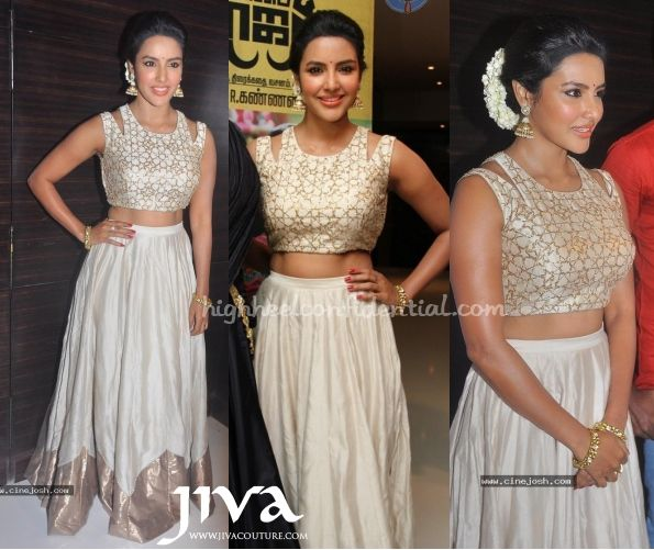 Wearing a Payal Singhal lehenga Priya attended the audio launch of her Tamil movie 'Oru Oorla Rendu Raja'. What made this look stand out, for us anyways, was the addition of the mogra. She looked lovely. You can buy Payal Singhal at JivaCouture.com here. Priya Anand at Oru Oorla Rendu Raja Audio Launch Photo Credit: …
