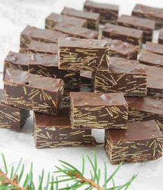 Drömgod chokladkonfekt! Originalet innehåller även nougat, men den här smarriga varianter innehåller 2 chokladsorter + mandelspån.