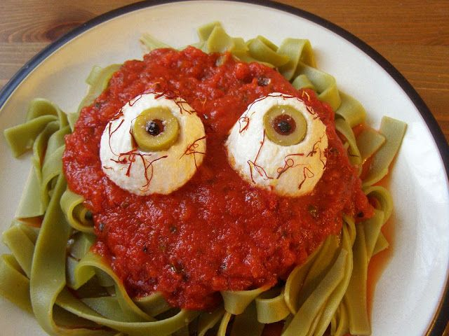 maple•spice: Creepy Halloween Food! = spinach noodles, spaghetti sauce, I would use cheese instead of tofu LJ