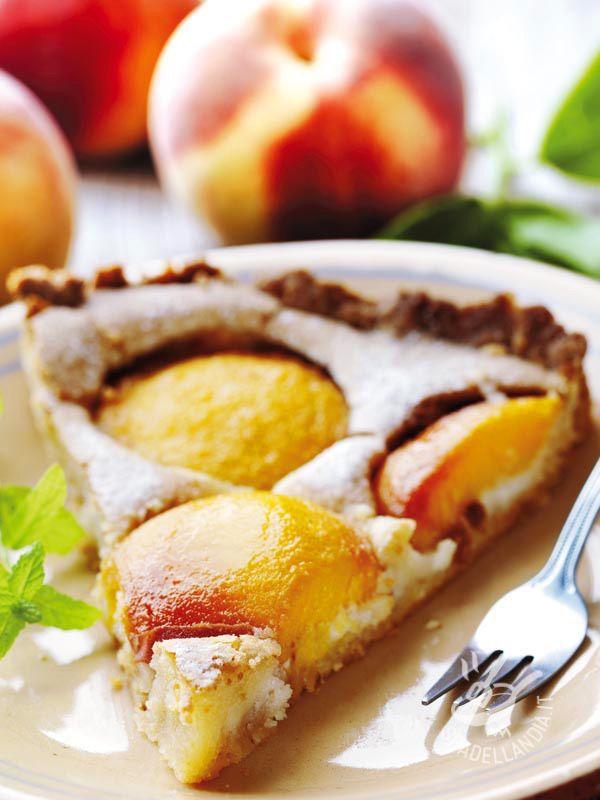 Tart cream with peaches - Se cercate un dolce della tradizione fresco e profumato, cimentatevi nella delicatissima e gustosa Crostata di crema con le pesche! #crostatadicrema #crostataconlepesche