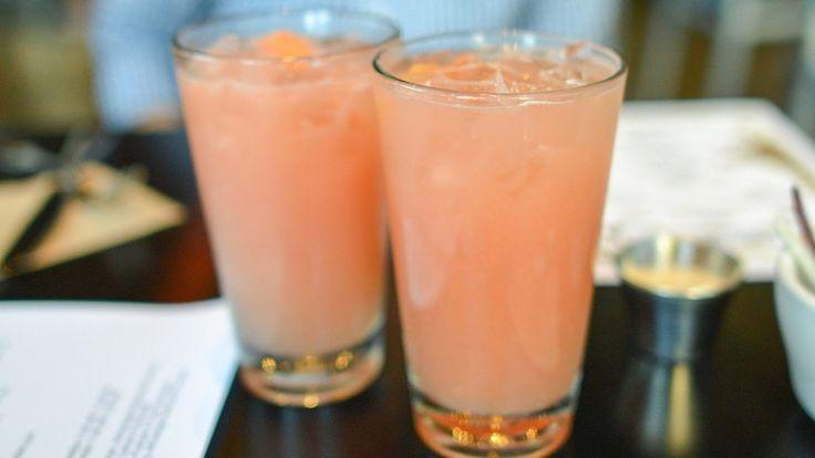 Pink Kommando cocktail. Cocktail con gin, succo di pompelmo rosa e brandy
