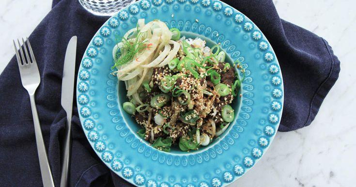 Den japanska klassikern yakiniku tillagad från grunden tillsammans med picklad fänkål, böngroddar och japanskt ris.Se hur du gör picklad fänkål