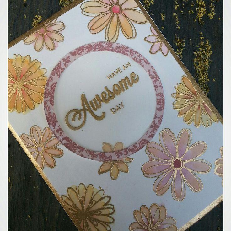 Tarjeta Awesome. Ya podéis ver el paso a paso de esta tarjeta en el blog luciascrapeatumundo.blogspot.com #card #cardmaking #embossing #luciascrapeatumundo #embossingcard #gold #flowers #goldflowers #tarjeta #tarjeteria #awesome