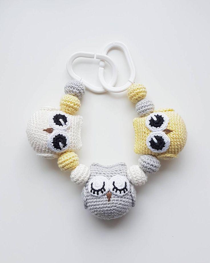 "@mariavirkar på Instagram: ""Ugglemobil. #virka #crochet #virkat #crocheting #virkar #crochetersofinstagram #crochetersanonymous #färgglatt #color #colors #garn #yarn #barnmobil #barn #hekle #hekling #hækle #uggla #ugglor #owl #owls #ugglemobil #owlstagram_feature #barnvagnsmobil #vagnmobil #polarnopyret #panduro #pandurohobby #strollerpendant #strollerchain """