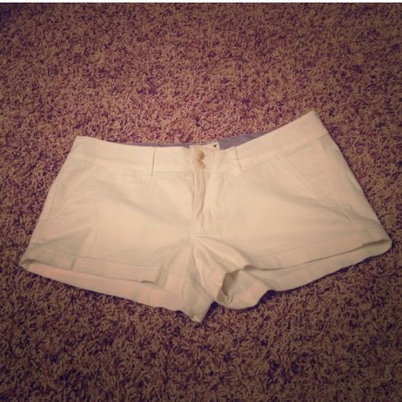 PRICE DROP White American Eagle Shorts Never worn super cute white shorts! Front and back pockets and small change pockets in front! 2 inch inseam. Size 6 American Eagle Outfitters Shorts