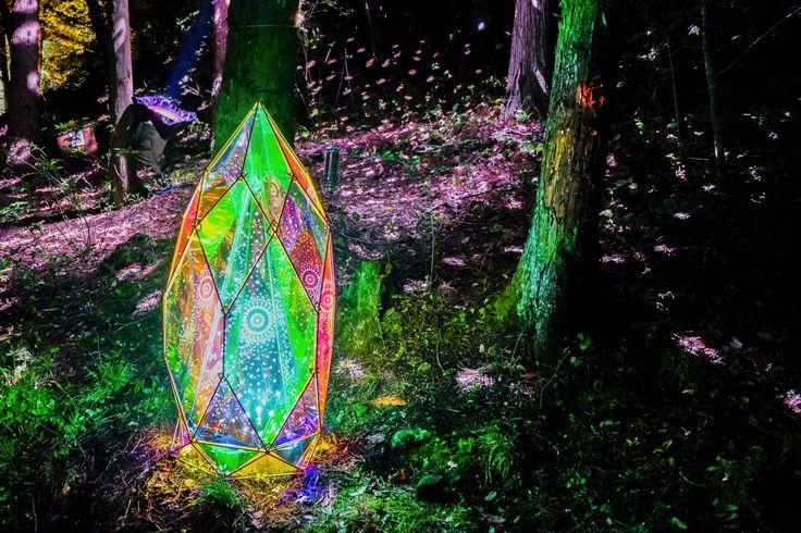宮沢賢治の世界を光で再現。「童話村の森ライトアップ」が素晴らしい