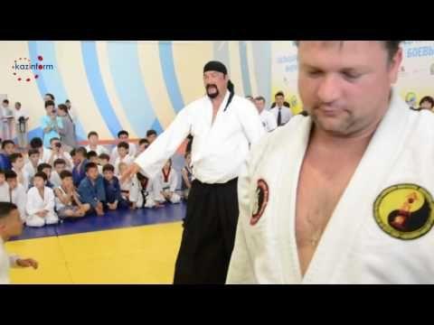 Стивен Сигал провел в Астане мастер класс по айкидо - YouTube