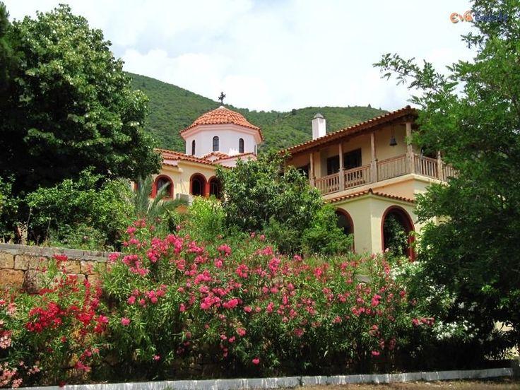 Μονή Αγίας Ειρήνης - http://www.ilia-mare.gr/moni-agias-eirinisΑκολουθώντας το δρόμο προς τις Ροβιές και σε απόσταση 5 χλμ. από τα Ήλια, ο επισκέπτης συναντά ένα νεότερο μοναστήρι αφιερωμένο στην οσία Ειρήνη τη Χρυσοβαλάντου. Πρόκειται για την πρώτη μονή της οσίας Ειρήνης με το νέο