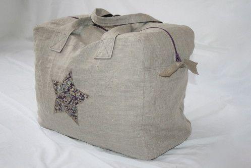 Ayé ! Enfin, j'ai mon sac week end de M comme Marie ! La question n'est pas de savoir comment s'est passé le montage, mais que vais je y mettre dedans ! Il est énorme (3 coussins du salons pour faire illusion d'un sac bien rempli !) mais je le trouve...