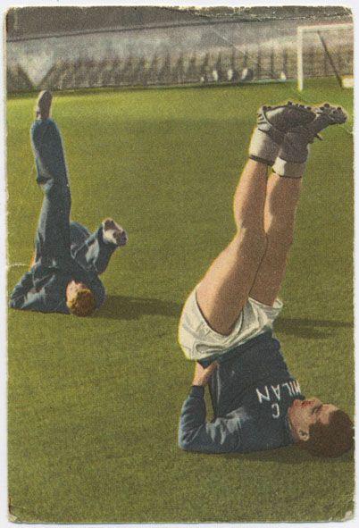 De Zweeds-Italiaanse prof Gunnar Nordahl (op de voorgrond) en de Italiaan Boniperti trainen in het Olympisch Stadion . Van de serie 40 sporten en spelen in woord en beeld