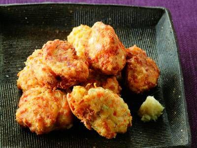 荻野 恭子さんのにんじん、れんこん、大和芋の皮を使った「自家製がんもどき」のレシピページです。リサイクル料理とは思えない味わい! 材料: にんじん、れんこん、大和芋の皮、木綿豆腐、塩、砂糖、小麦粉、しょうが、揚げ油