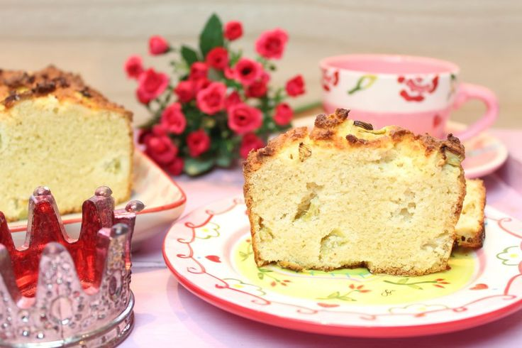 Einfache Rührkuchen sind mein Ding. Rhabarber-Kokos-Kuchen, schnell gemacht und sehr lecker. Low Carb Rezepte von Happy Carb.