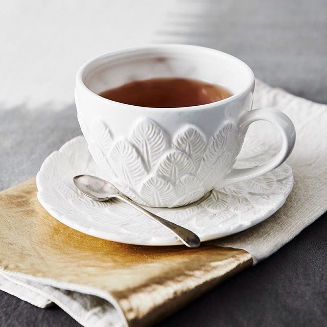 Perfect for a gift or simply spoil yourself. This stunning feathered ceramic cup & saucer is plumage you can be proud of.  #MOZIWares #moziaustralia #everdayessentials #homewares #gifts #ceramic #teacup #australiandesign