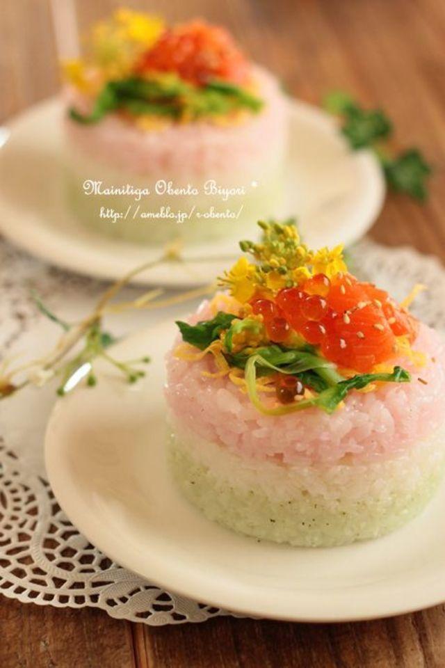 パーティー感もあり、色も表現できるのはお寿司です。手まり寿司や押し寿司、デコ寿司などアイデア次第で表現も自在です。