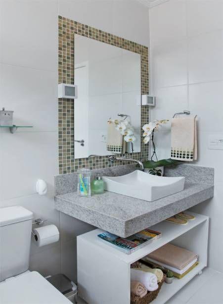 O menino Davi cooperou com a reforma do banheiro e até ajudou a escolher os materiais.