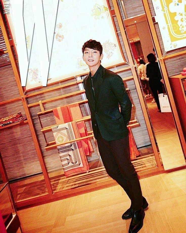 "52 Me gusta, 55 comentarios - 😍!!!👑 Fans Lee Joon Gi 👑!!! 😍 (@actor_jg_argentina) en Instagram: ""Thank you for sharing 👌👍💋💋 #Repost @chae.suns ⠀⠀⠀⠀⠀⠀⠀⠀⠀⠀⠀⠀ 摸您迷妹们,今日的早餐是一张爱马仕活动帅照  cr:W korea . …"""