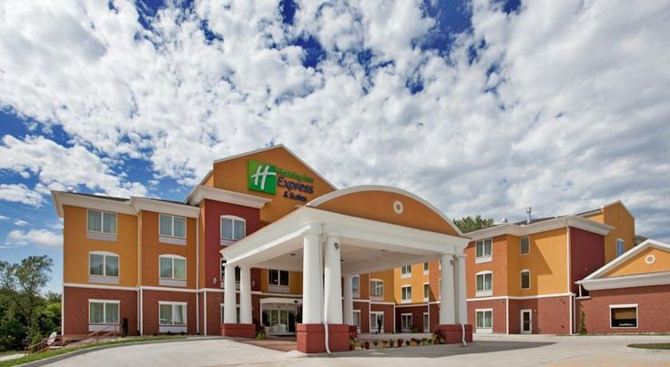 Holiday Inn Express Hotel & Suites Kansas City Sports Complex Kansas City This hotel is located 11 miles from downtown Kansas City, Missouri and Independence Event Center. The Holiday Inn features an indoor pool and rooms with free Wi-Fi.