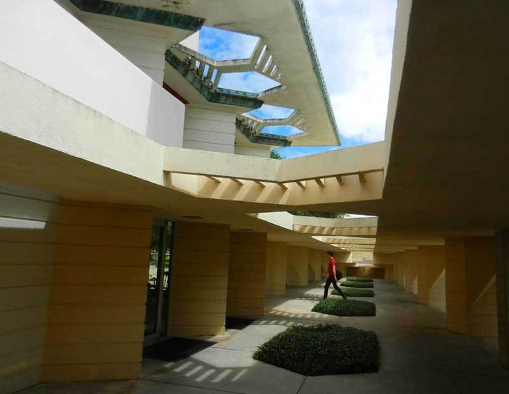 Frank Lloyd Wright buildings make Lakeland campus unique -- and beautiful