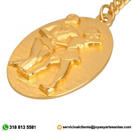 Llavero Baile Salsa baño en oro de 24k, #joyasprecolombinas http://www.joyasyartesanias.com/llavero-baile-salsa.html