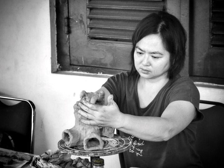 Handaru Pratomo The Artisan : Evy Yonathan.  Taken at Pameran Keramik : Identitas 2015, Museum Seni Rupa Jakarta.  Tools : #nikon #D3100 + #kit_lens, b+w retouch with #viewnx and #android tablet.
