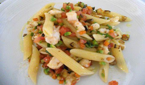 Pasta fredda con scampi e brunoise di verdure