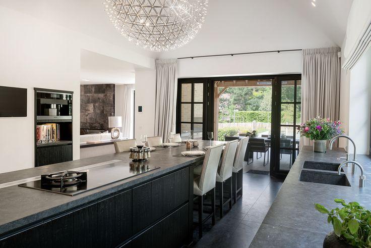 17 beste idee n over zwart kookeiland op pinterest - Moderne keukenbank ...