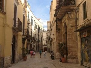 Puglia with children, let's explore Bari vecchia! The playground is just around the corner...