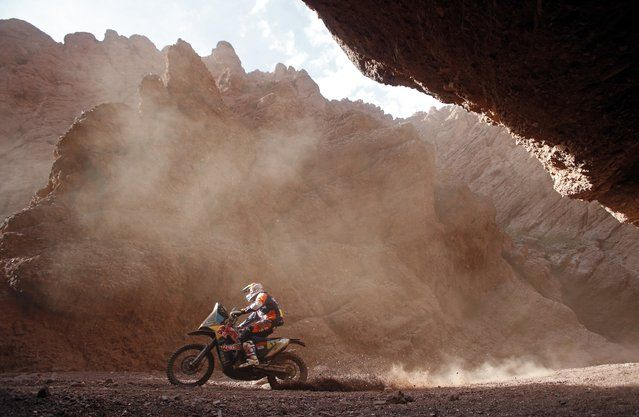 KTM rider Ruben Faria of Portugal rides during the 11th stage of the Dakar Rally 2015 from Cachi to Termas de Rio Hondo January 15, 2015. (Photo by Jean-Paul Pelissier/Reuters)