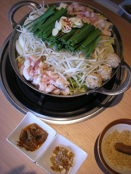 Photo: Japanese Meat Offal Hot Pot with Rich Vegetables (Nira Chives, Cabbage, Moyashi Bean Sprout and Garlic) Originally Local to Fukuoka | Motsunabe もつ鍋
