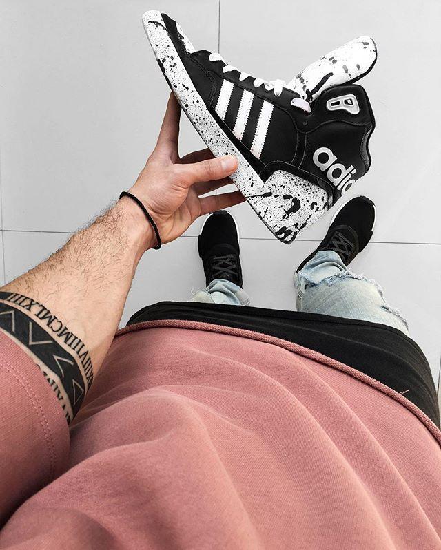 Custom Adidas painted shoes. Adidas NMD kicks. Distressed denim jeans.